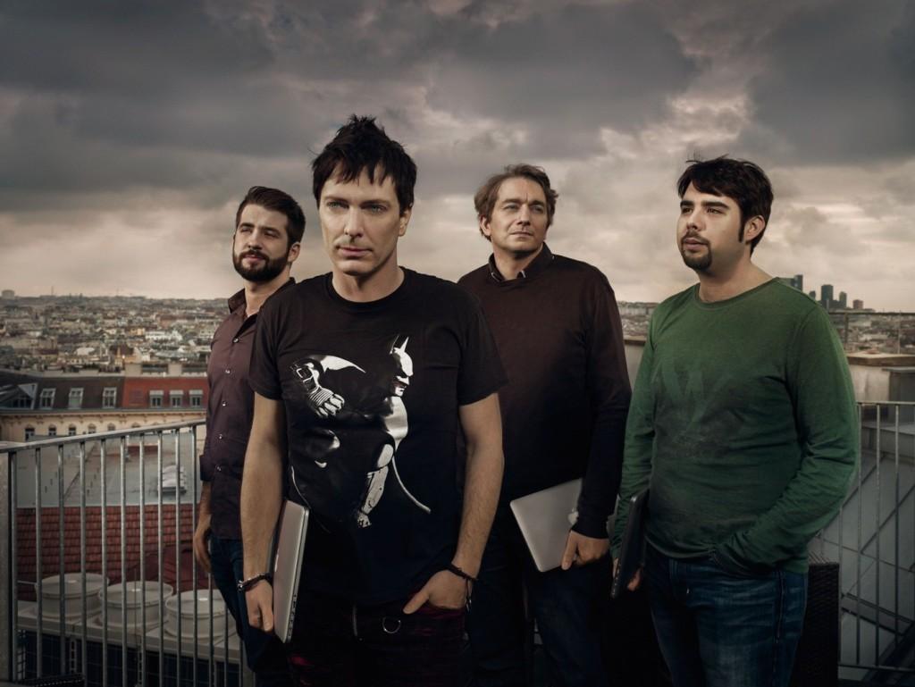 Die zweite Band des Darkrockers. Aaron Roterfeld aka Marnus Flatz mit Entwicklerteam